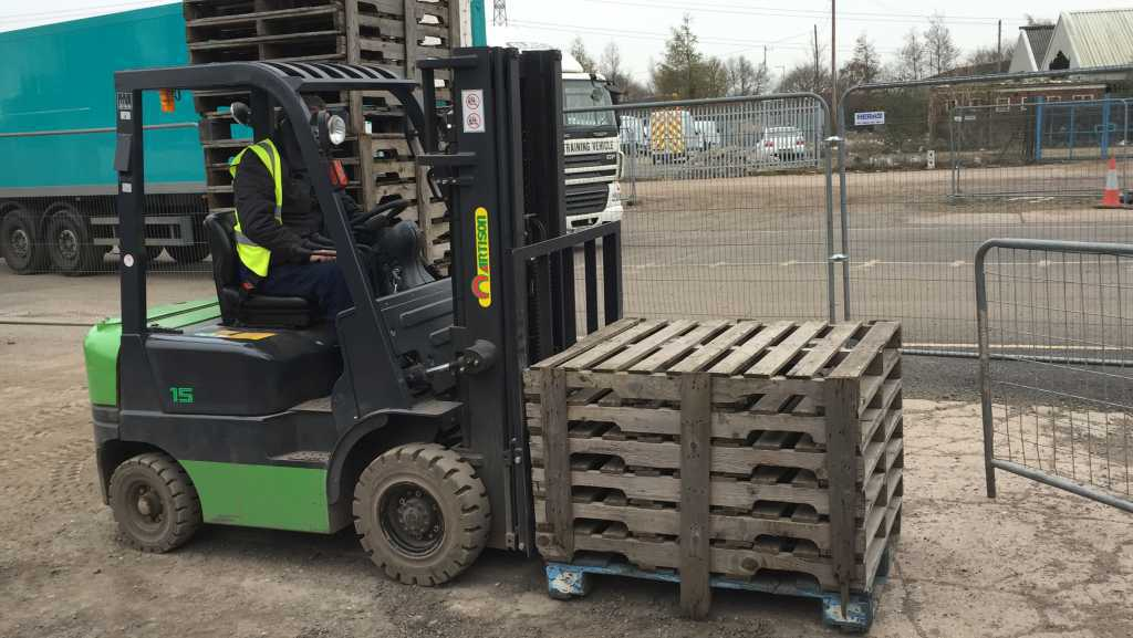 Training on a Forklift with Euro 1